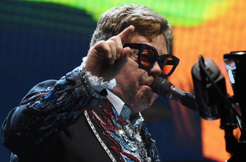 Elton John interrompt brusquement un concert, Le Flash Info